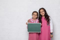 طالبات بالزي المدرسي السعودي