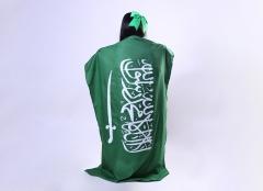 فتاة ترتدي علم المملكة العربية السعودية