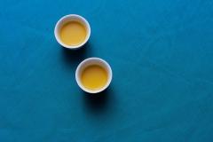 قهوة عربية على خلفية زرقاء