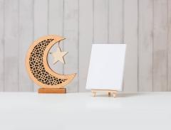 هلال رمضان ولوحة بيضاء