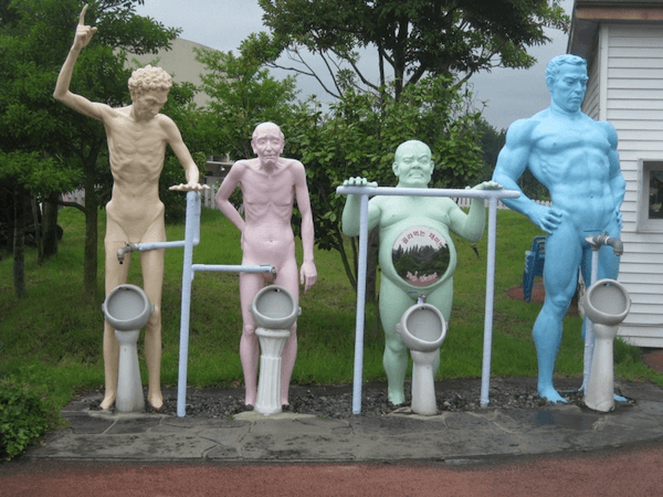 4 naked male statues in Korea