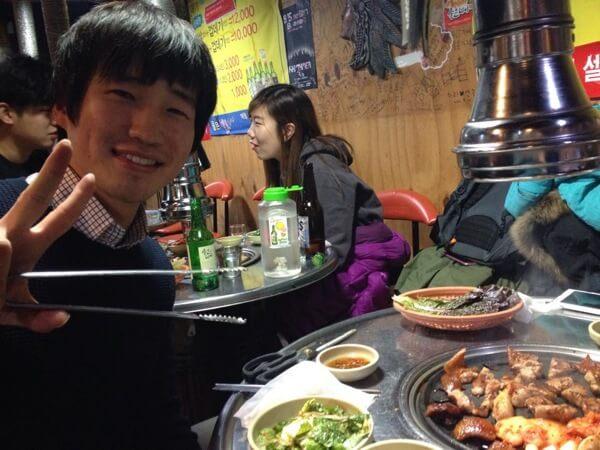 Korean students eating