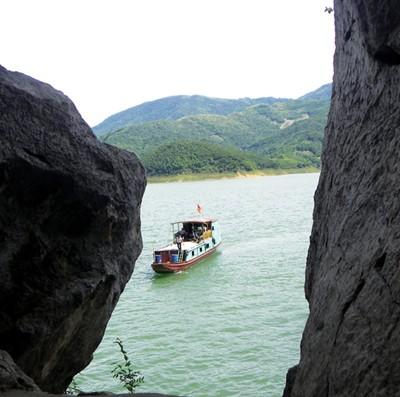 Da river seen from Tien Phi Cave
