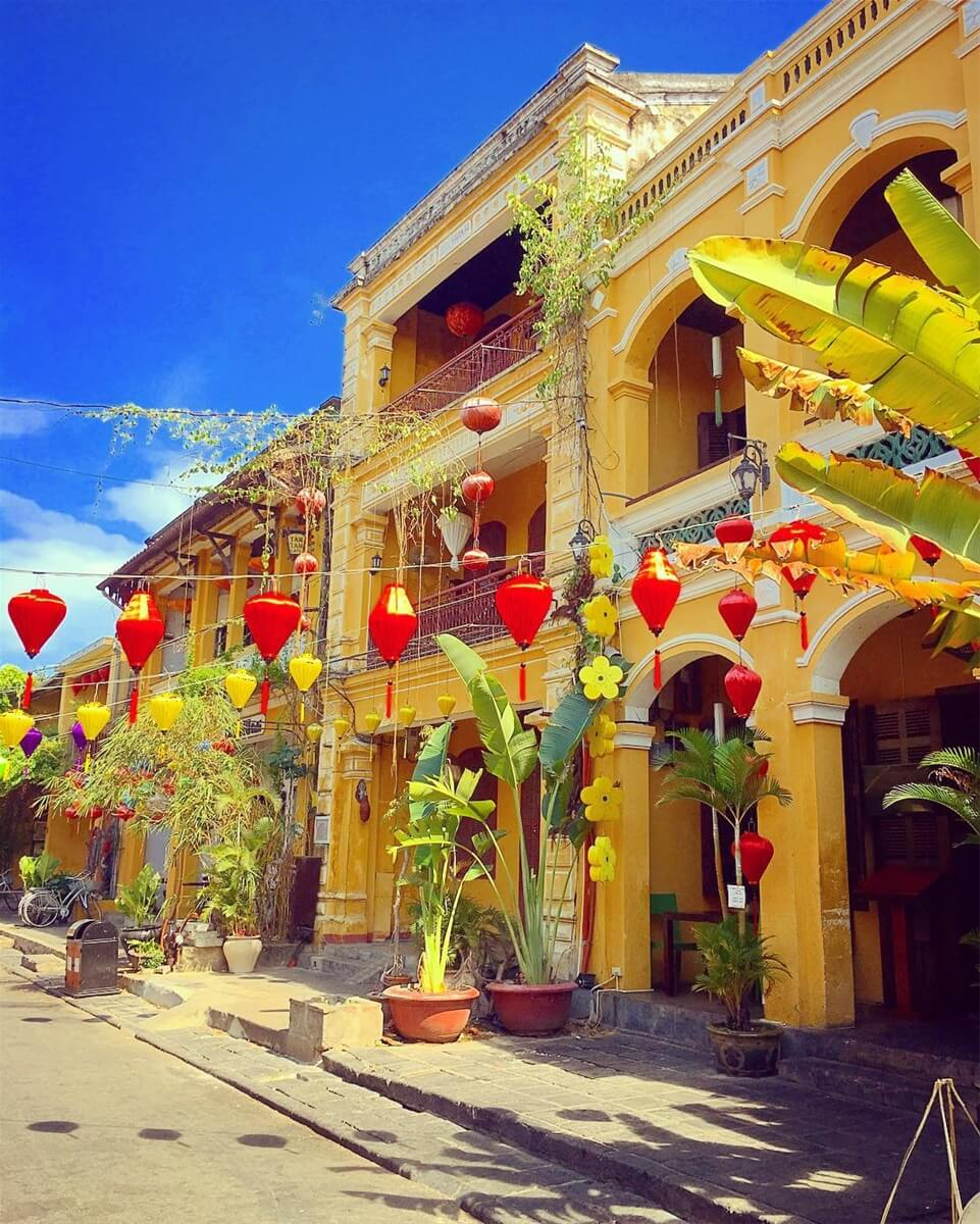 Vietnam-yellow-house-in-hoi-an