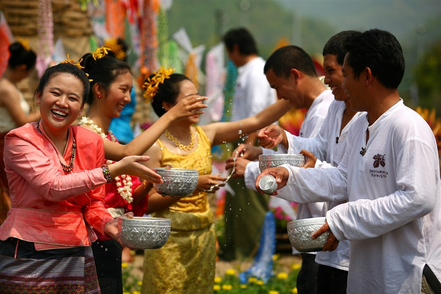 """Chol Chnam Thmey means """"Step to New Year"""" marks the end of the harvest season in Cambodia, a time of leisure for farmers who have worked hard all year in their fields (Photo: Indochinavoyages)"""
