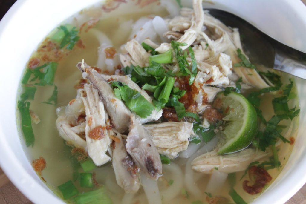 Khao Piak is a kind of soup with thick handmade rice flour noodle and topped with chicken, egg, spring onions, shallots, deep-fried garlic, lime, bean sprout and chili