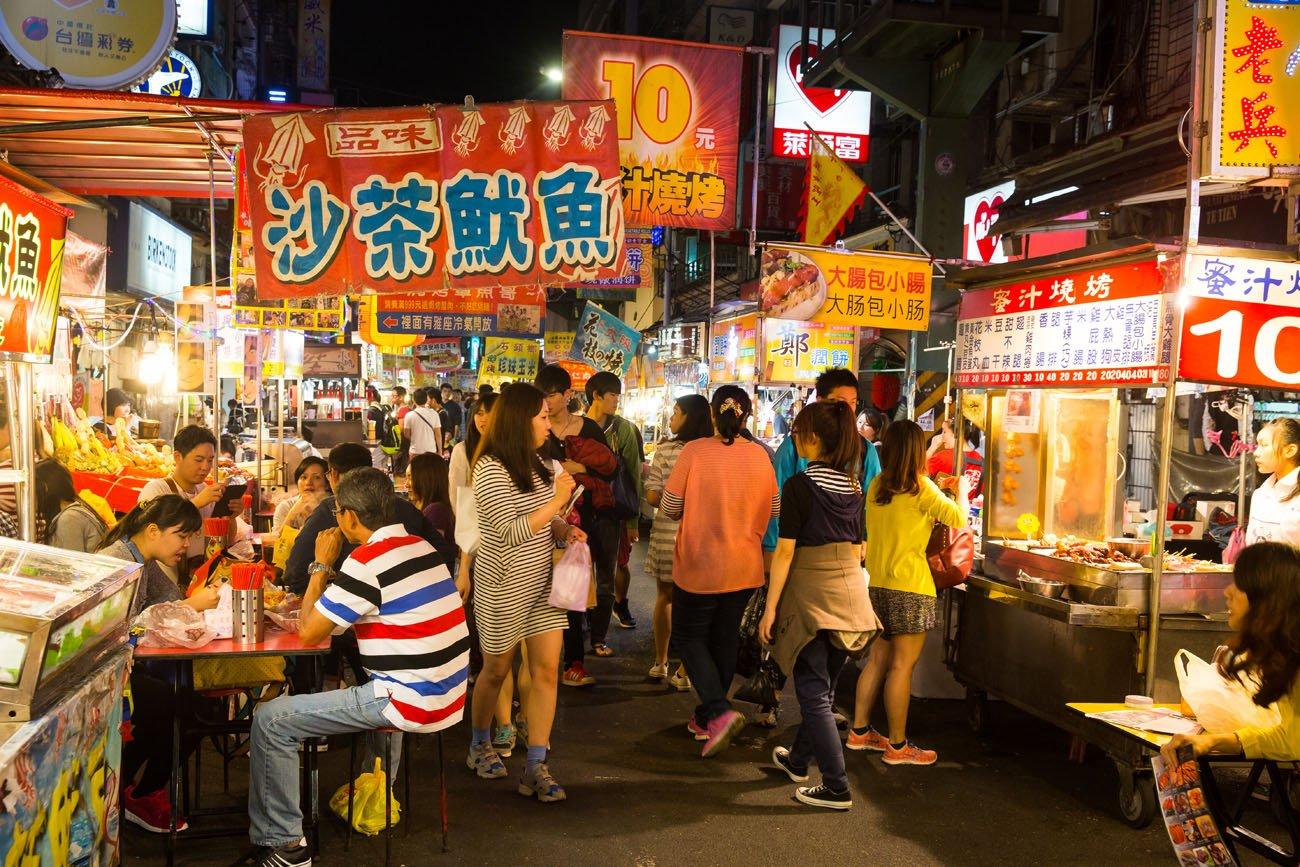 A busy Taiwan food street