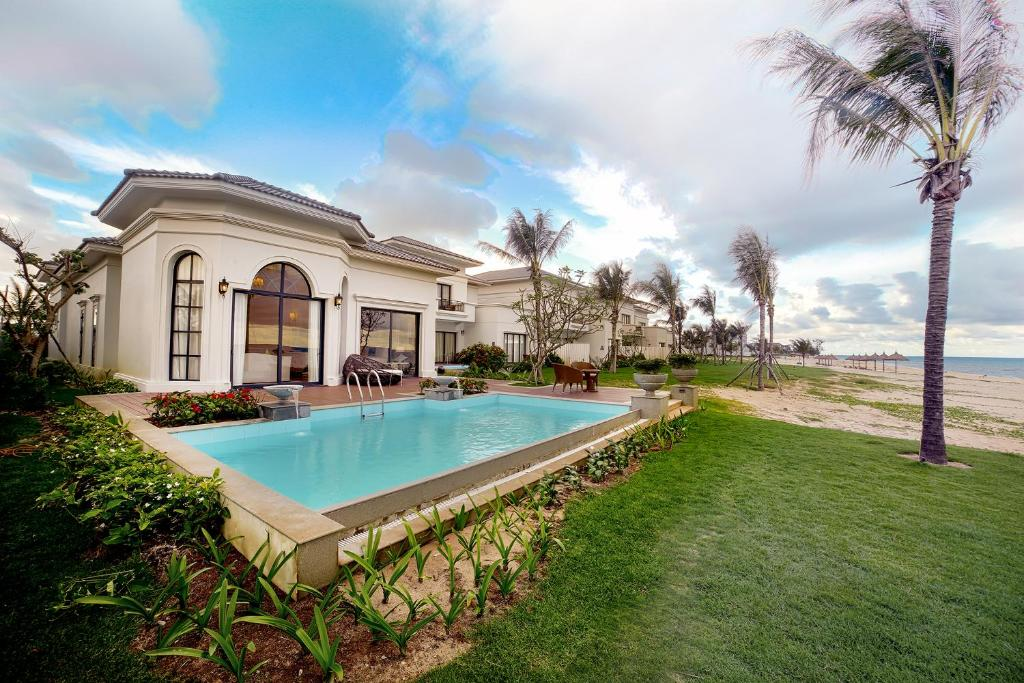 Stay cozy and relax in your beautiful Vinpearl villa by the beach. - Source: Booking.com