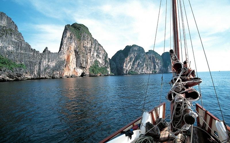 How to go to Phuket