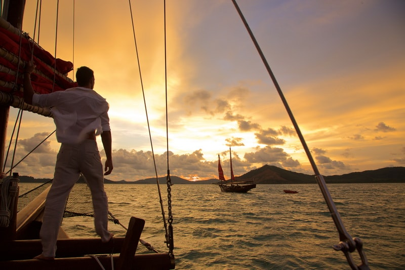 Sailing on a cruise is the best way to watch the sunset