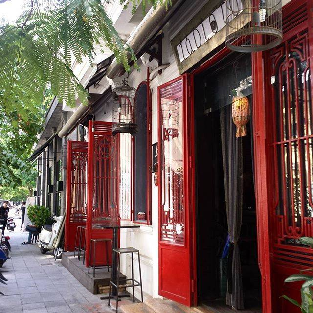 It's easy to notice the Tadioto bar by its red-painted doors