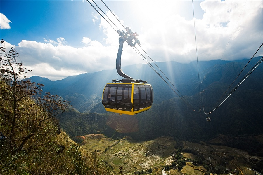 A cable car can take you tothe height of 10,312ft in just 15 minutes