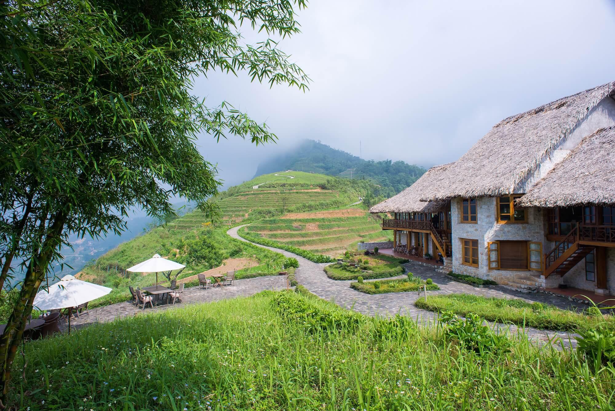 A white granite villa of Topas Ecolodge