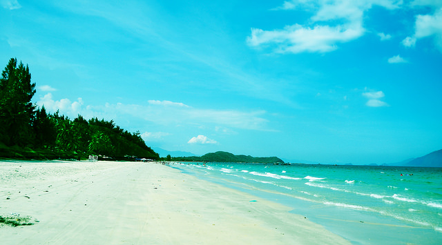 https://s3-us-west-1.amazonaws.com/exoticvoyages-wp/20180713015903/top_10_beaches_in_vietnam_doc_let_nha_trang.jpg