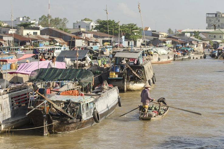 mekong_delta_floating_market