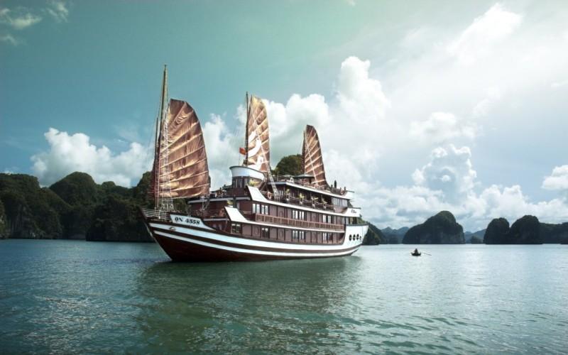 Bhaya-Classic-Cruise-HaLong