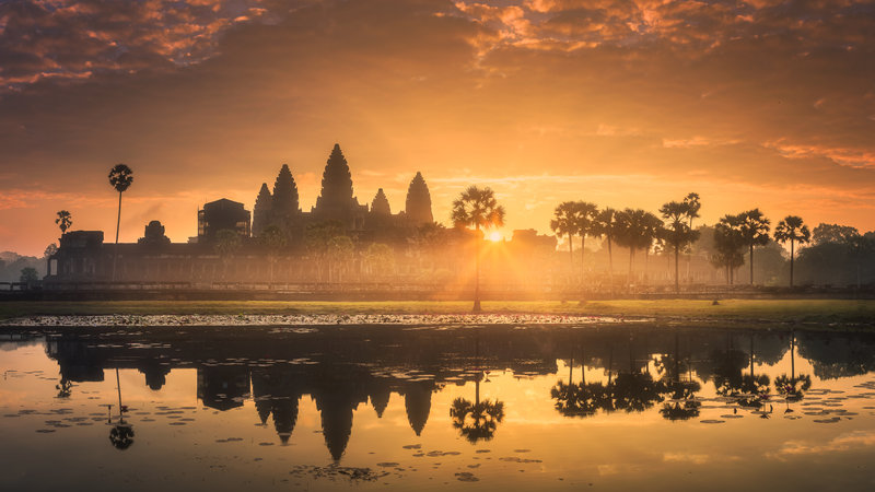 sunrise_angkor_wat_temple_lake_siem_reap_cambodia