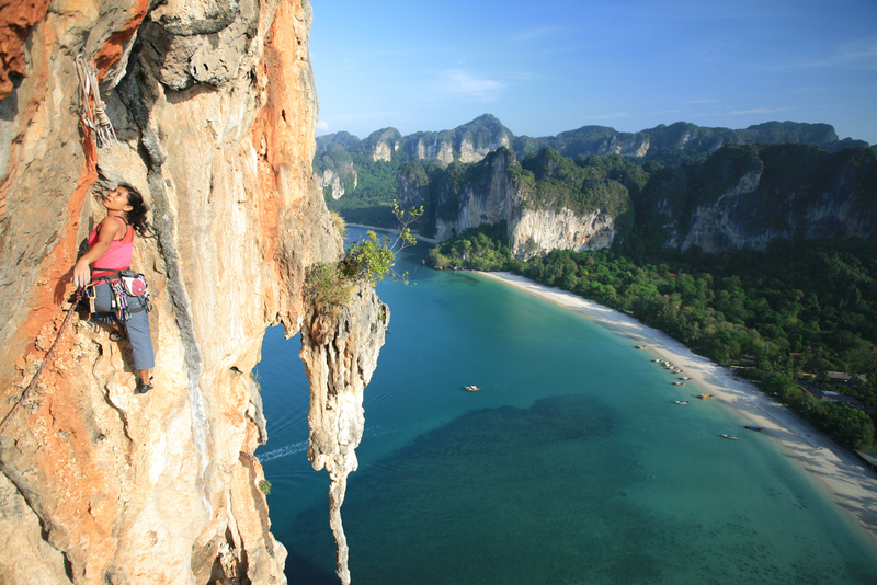 Climbing_in_Tonsai_Thailand_cliff
