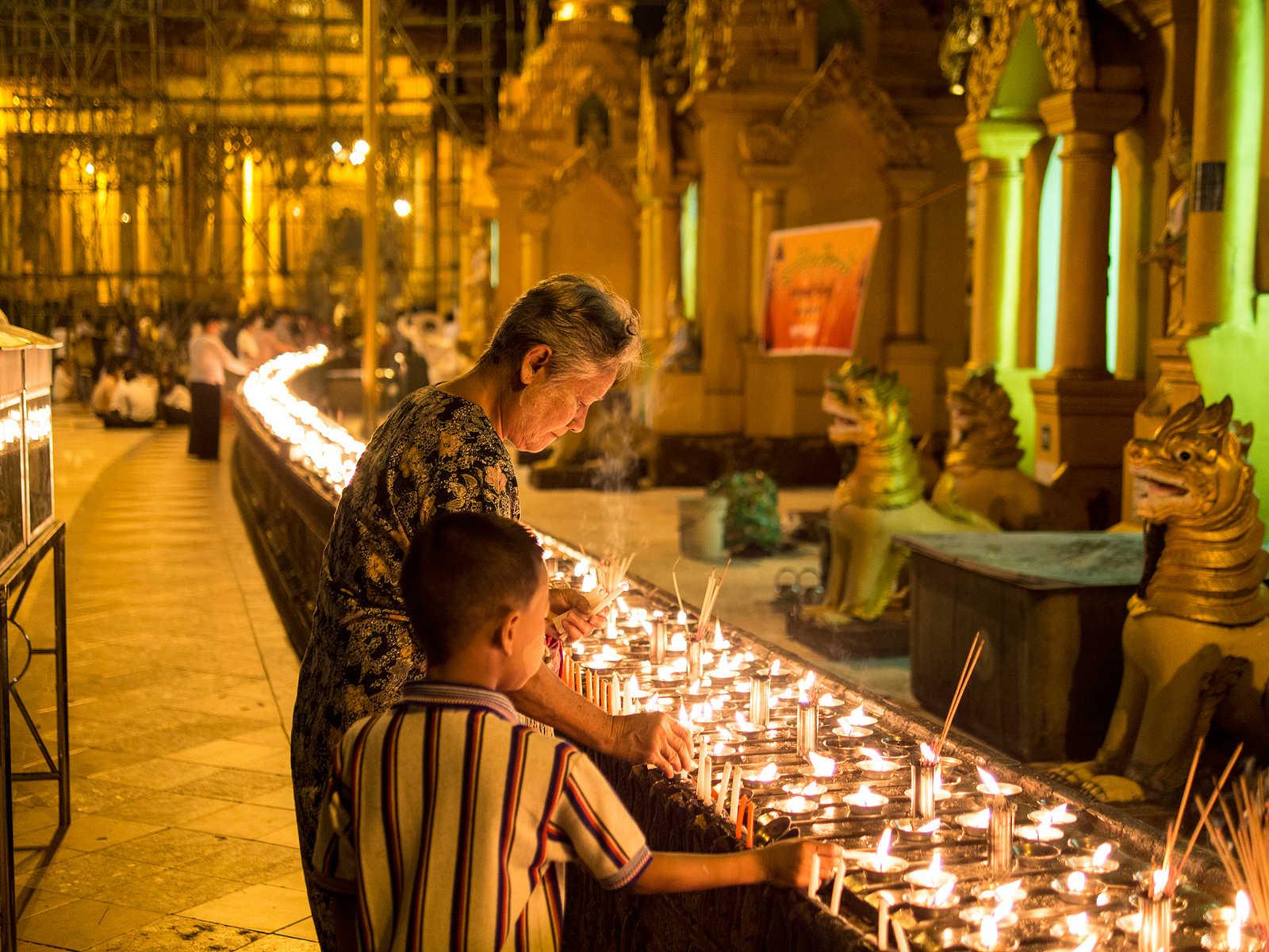 Thadingyut-Pingxi-Sky-Light-Festival-Myanmar
