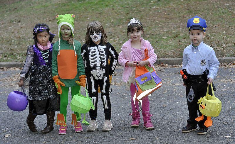 Halloween_costumes_children