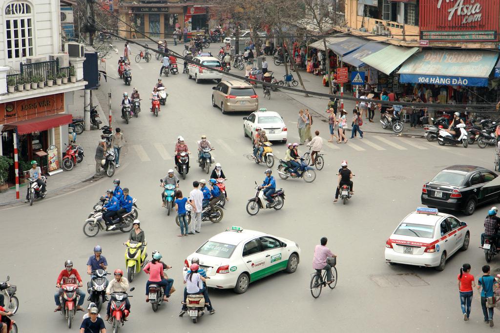 hanoi-street-traffic