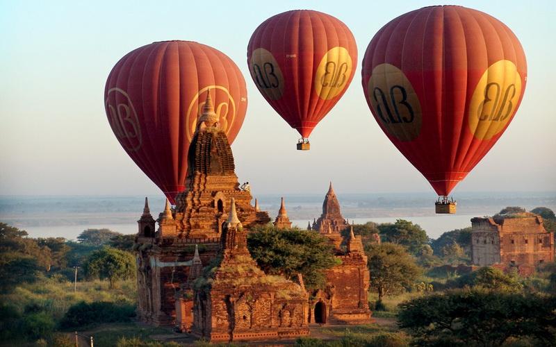 balloon-over-bagan