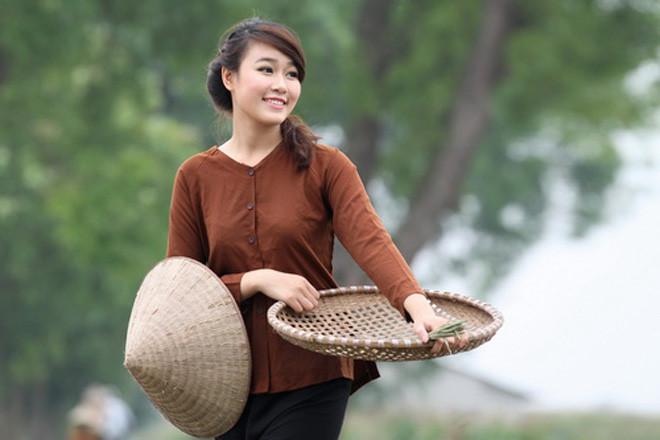 Yem (bibs) and ao ba ba (or Vietnamese silk pajamas)