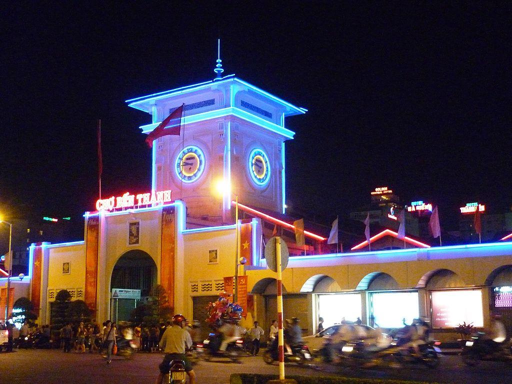 Ben-Thanh-markets-in-saigon-at-night