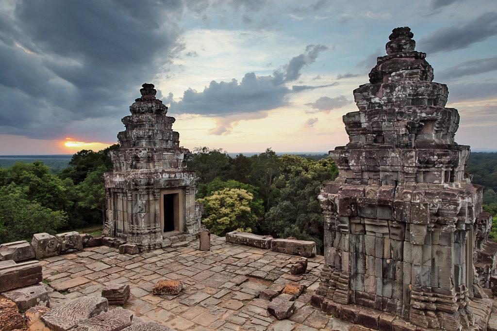 Phnom Bakheng Temple. Sunrise. Phnom Bakheng is located 1 ...  |Phnom Bakheng Temple