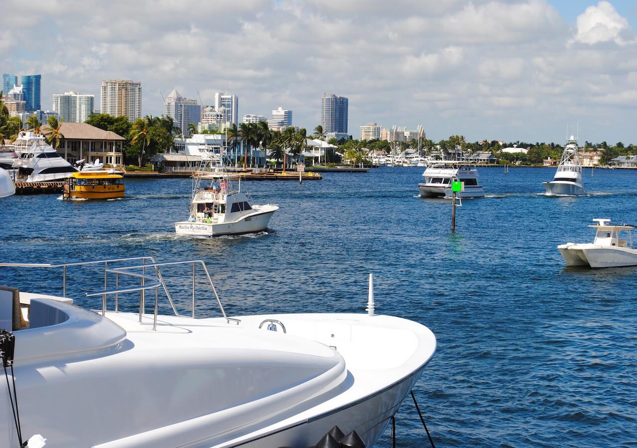 yachts-1040852_1920.jpg