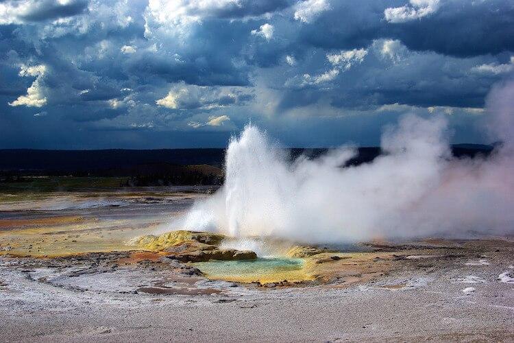 yellowstones-clepsydra-geyser