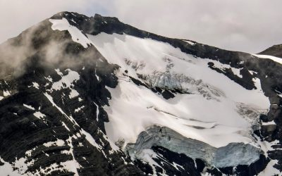 Cordillera Prat: Un mirador de fiordos y glaciares.