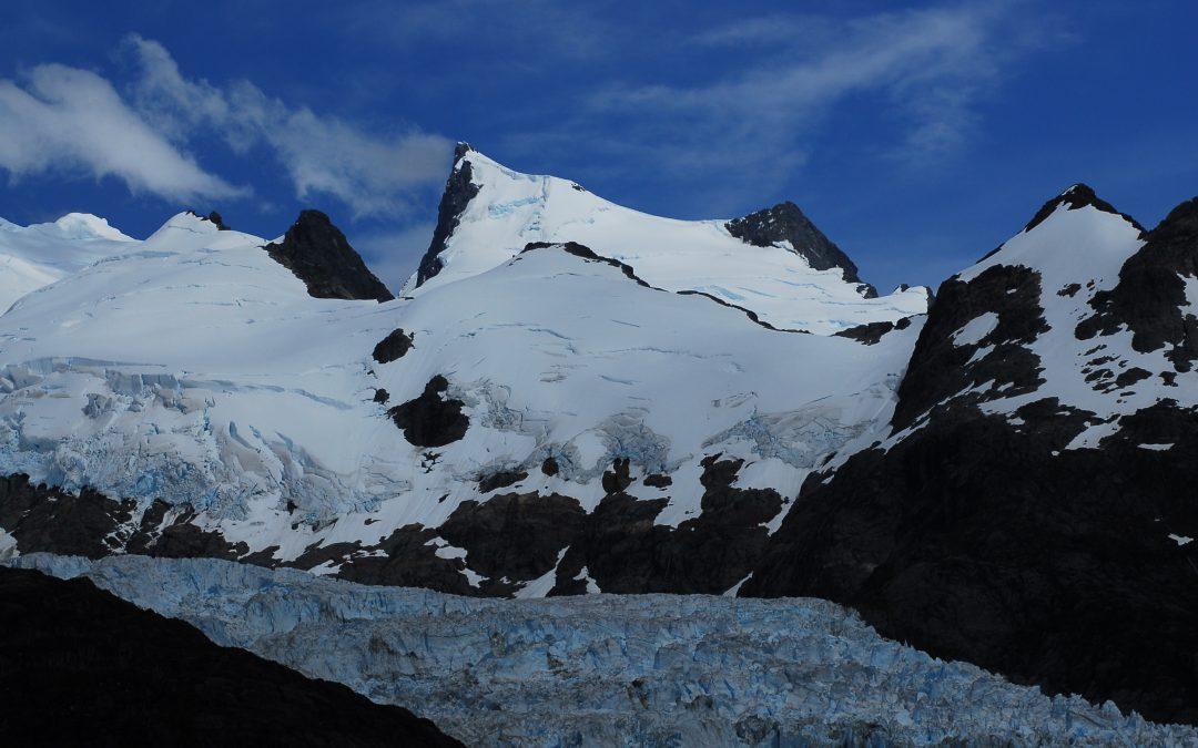 Glaciar Navarro, un glaciar del Fiordo De Agostini