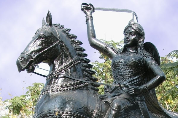 The Great Female Warrior of the Deccan Plateau Photo Courtesy: http://www.teluguwishesh.com