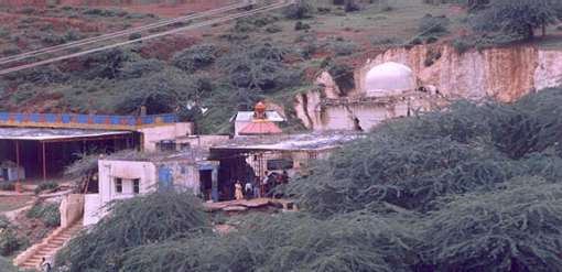 Narsimha-Jhira-cave-temple