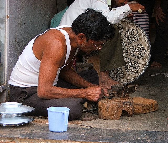Mohammed Abdul Rauf undertaking the intricate work Photo Credit- Flickr/Abhinaba Basu