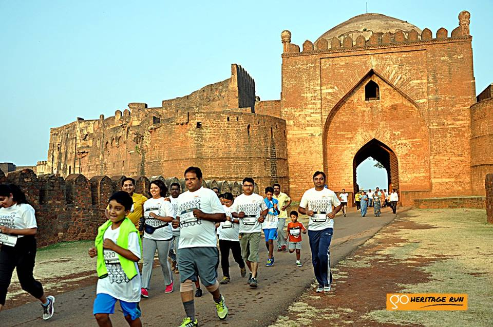 Runners exiting the Bidar Fort