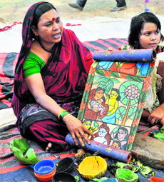 A Patua artist displaying her work Picture Courtesy: http://www.tribuneindia.com/