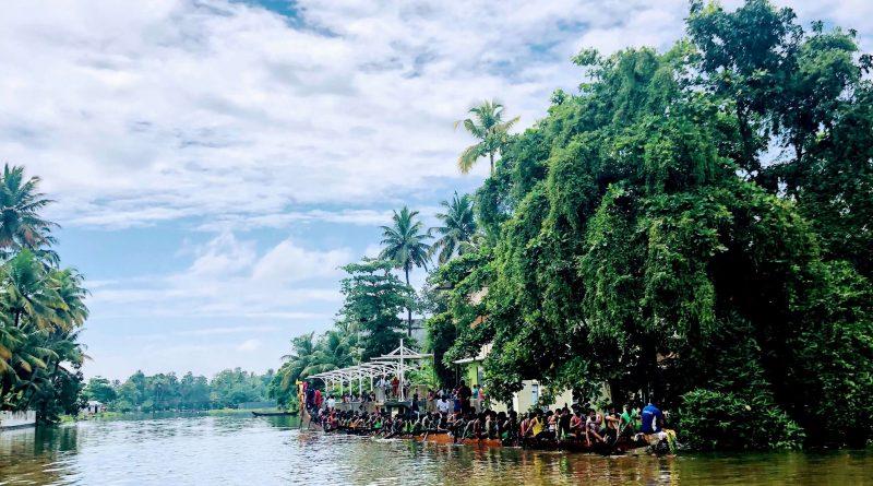 Boat riders in Kumarakom