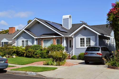 House in Los Angeles with solar panel cost
