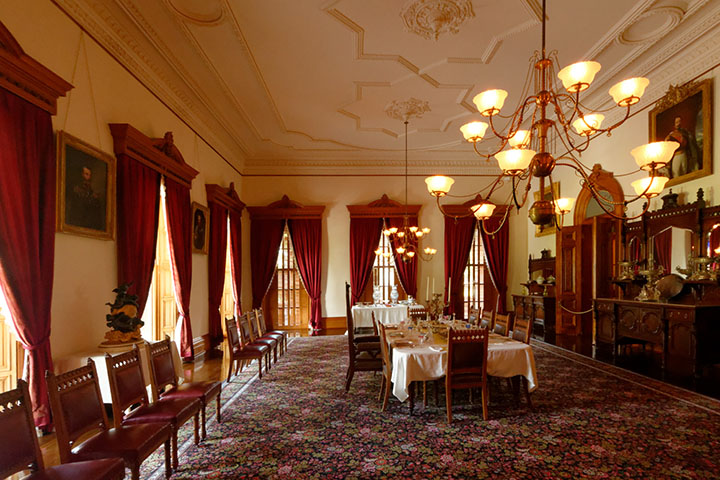 Iolani hawaii 39 s royal palace on oahu for Best private dining rooms honolulu