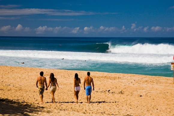 Pipeline on Oahu's North Shore. (HTA/Tor Johnson)