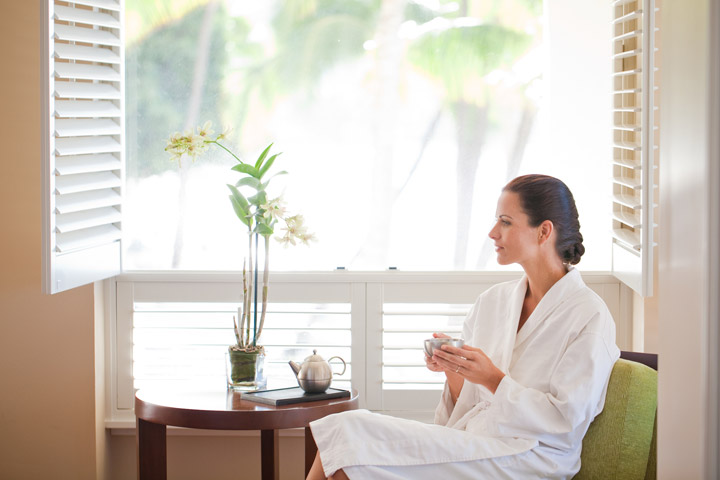 Woman relaxes after massage | Hawaii Tourism Authority (HTA) / Tor Johnson