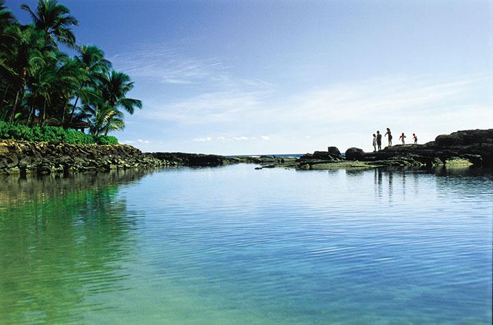 Exploring Ko Olina.  Photo courtesy of Hawaii Visitors and Convention Bureau (HVCB) / Linda Ching.