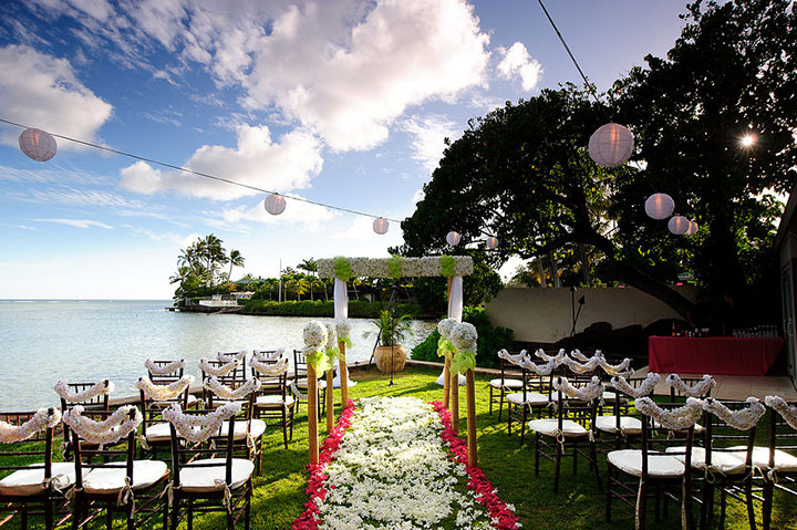 Hawaii weddings your guide to weddings in hawaii hawaii wedding location junglespirit Choice Image