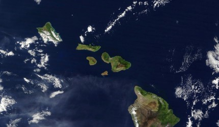 'Map of the Hawaiian Islands' from the web at 'https://s3-us-west-1.amazonaws.com/hawaii-com-wp/wp-content/uploads/2015/06/16034409/ThinkstockPhotos-896150981-430x250.jpg'