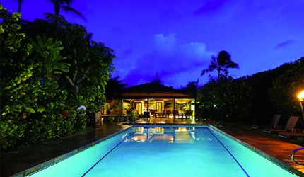 'kauai best value hotels' from the web at 'https://s3-us-west-1.amazonaws.com/hawaii-com-wp/wp-content/uploads/2015/08/25115220/HanaleiColony_11-430x250.jpg'
