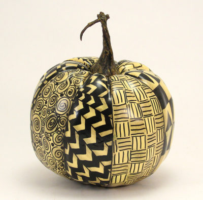 black-zentangle-pumpkin-side-3-img_3797-700x695px