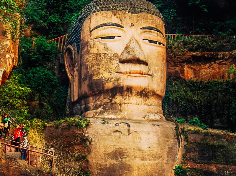 Girl Meets Buddha: Travel diary from Leshan, China
