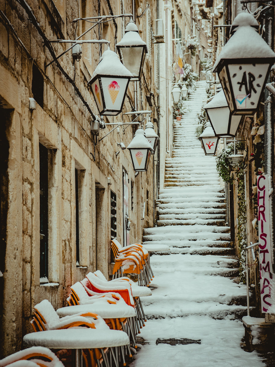 "The answer to the question ""does it snow in Dubrovnik?"" Yes it does."